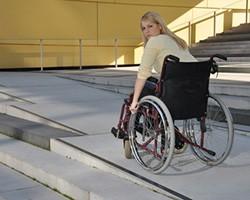 Rampes d'accès PMR pour les handicapés : guide et conseils