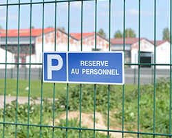 Panneau de parking, la signalisation dans les règles de l'art !